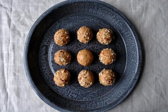 Easy Almond Granola Protein Bites